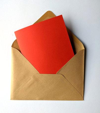 Dubbele kaart rood + envelop Kraft bruin 11 x 15,6 cm 10 stuks