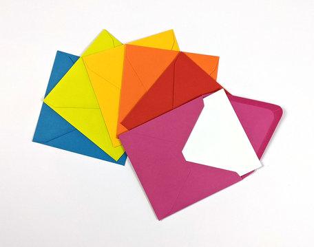 Dubbele kaart wit + envelop verschillende kleuren 12 x 12 cm 60 stuks