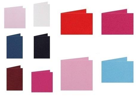 Gekleurde blanco kaarten staand